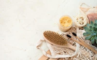 Laver efficacement sa brosse à cheveux en poils de sanglier